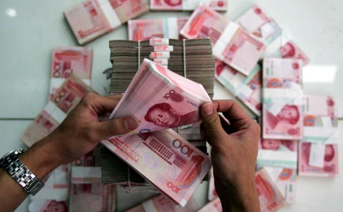 Yuani număraţi la o bancă din China