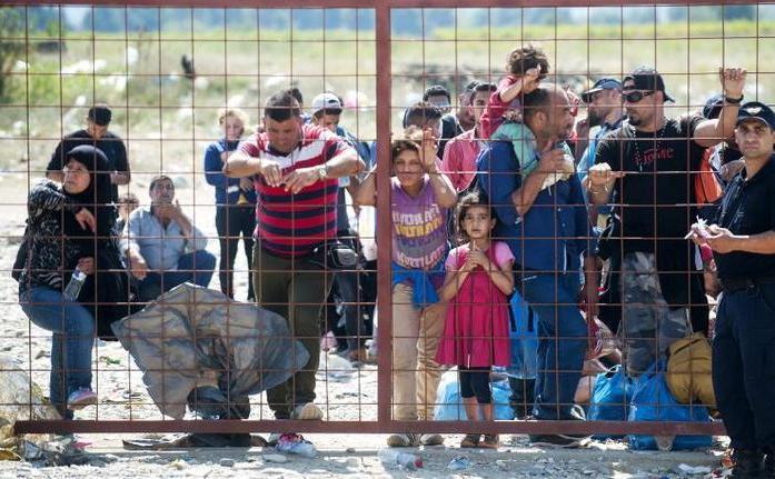 Emigranţi şi refugiaţi la graniţa dintre Macedonia şi Grecia,