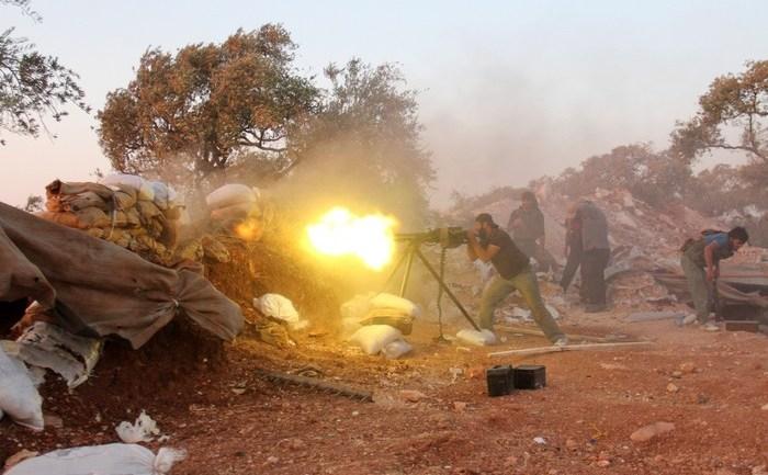 Rebel sirian luptă împotriva forţelor guvernamentale în provincia Idlib