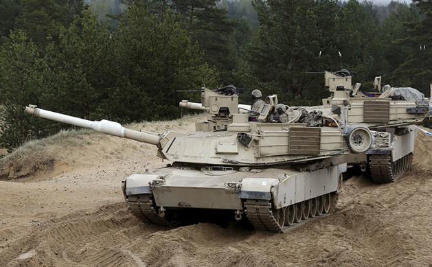 Tancuri americane M1A2 Abrams.