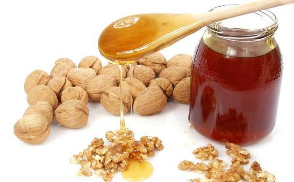 Beneficiile consumului de miere cu nuci