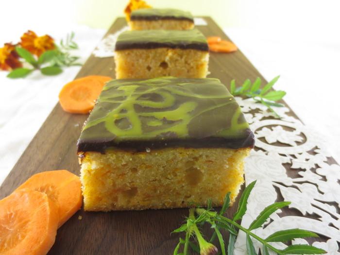 Prăjitură cu morcovi, ciocolată şi portocale