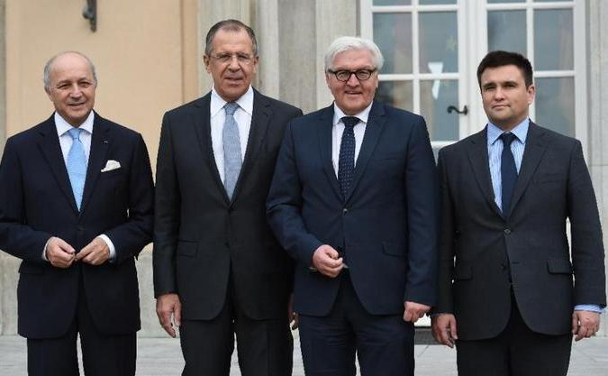 (De la stânga la dreapta) miniştrii de externe Laurent Fabius din Franţa, Serghei Lavrov din Rusia, Frank-Walter Steinmeier din Germania şi Pavlo Klimkin din Ucraina, după o întâlnire desfăşurata la Villa Borsig din Berlin, 6 noiembrie 2015.