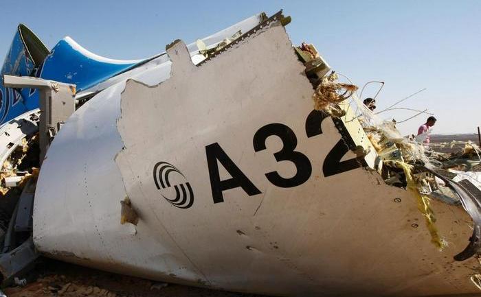 Rămăşiţe ale avionului rusesc Airbus A321 doborât într-o regiune montană a peninsulei egiptene Sinai, în 31 octombrie 2015.