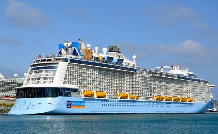 Navă de croazieră în portul din Las Palmas, Gran Canaria, Insulele Canare