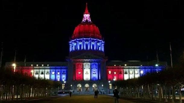 Monumente din întreaga lume au fost luminate în culorile Franţei.