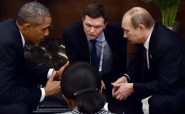 Preşedintele rus Vladimir Dreapta (dr) se întâlneşte cu omologul său american Barack Obama pe marginea summitului G20 din Turcia, 15 noiembrie 2015.