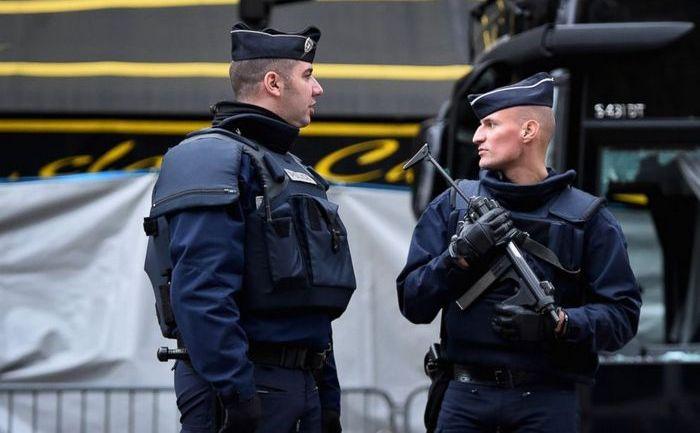 Poliţişti francezi