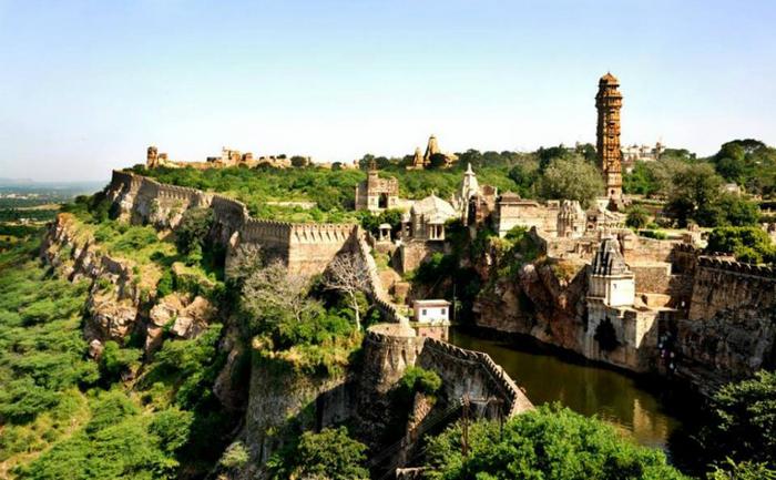 Fortul Chittorgarh este una dintre cele mai mari fortăreţe din India şi cea mai întinsă din statul Rajasthan.
