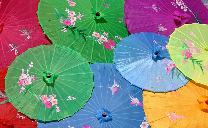 Umbrela exista deja în China, în secolul XI î.Hr.Tot Chinei îi este atribuită şi invenţia primei umbrele din material rezistent la apă, pentru protecţie împotriva ploii, obţinută prin ceruirea şi lăcuirea umbrelei din hîrtie. Cea mai veche trimitere la o umbrelă pliabilă datează din anul 21 d.Hr. în China Antica.