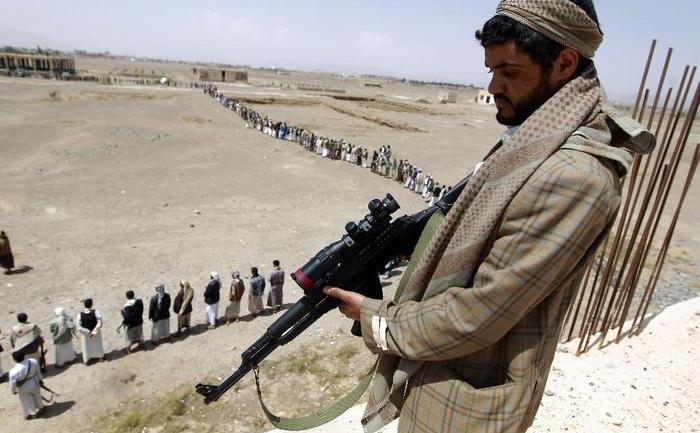 Luptători tribali loiali mişcării Houthi Ansarullah în Yemen.