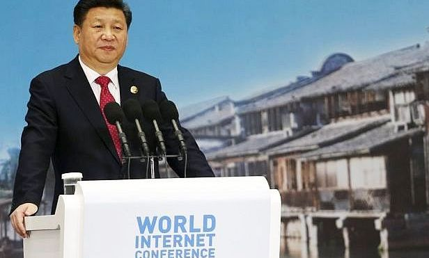 Liderul chinez Xi Jinping susţine un discurs la deschiderea unei Conferinţe Mondiale a Internetului în oraşul chinez Wuzhen, 16 decembrie 2015.