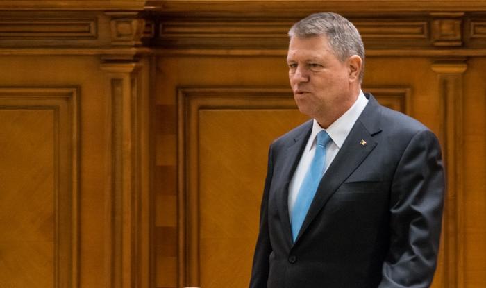 DADDY - Dăncilă e premier , Oha un căcăcios , un președinte slab , nepregătit cu un precedent USL-ist.Un simplu turist . 2015_12_16_iohannis1_rsz_crp_crp