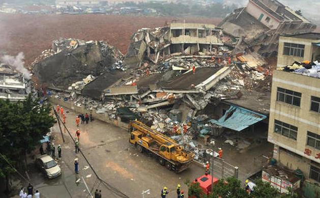 O alunecare masivă de teren a acoperit un parc industrial din oraşul chinez Shenzhen în 20 decembrie 2015.