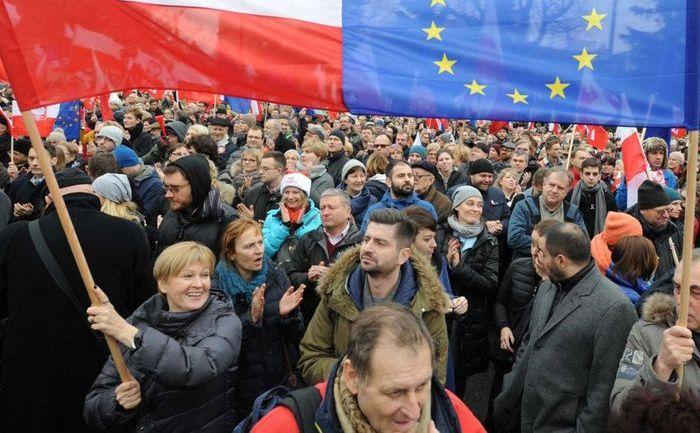 Protest antiguvern în Varşovia, 19 decembrie 2015.