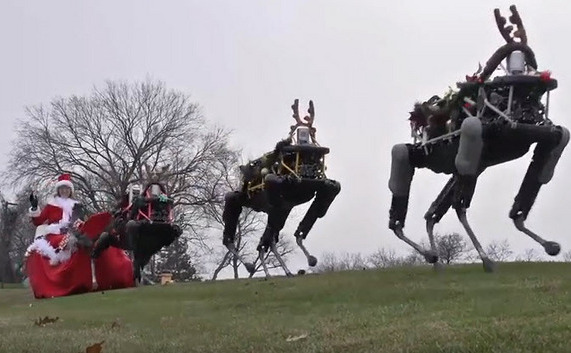 """Oroare tehnologică: sania """"Doamnei"""" Crăciun trasă de reni produşi de Boston Dynamics, acum aflată sub controlul gigantului de internet Google."""