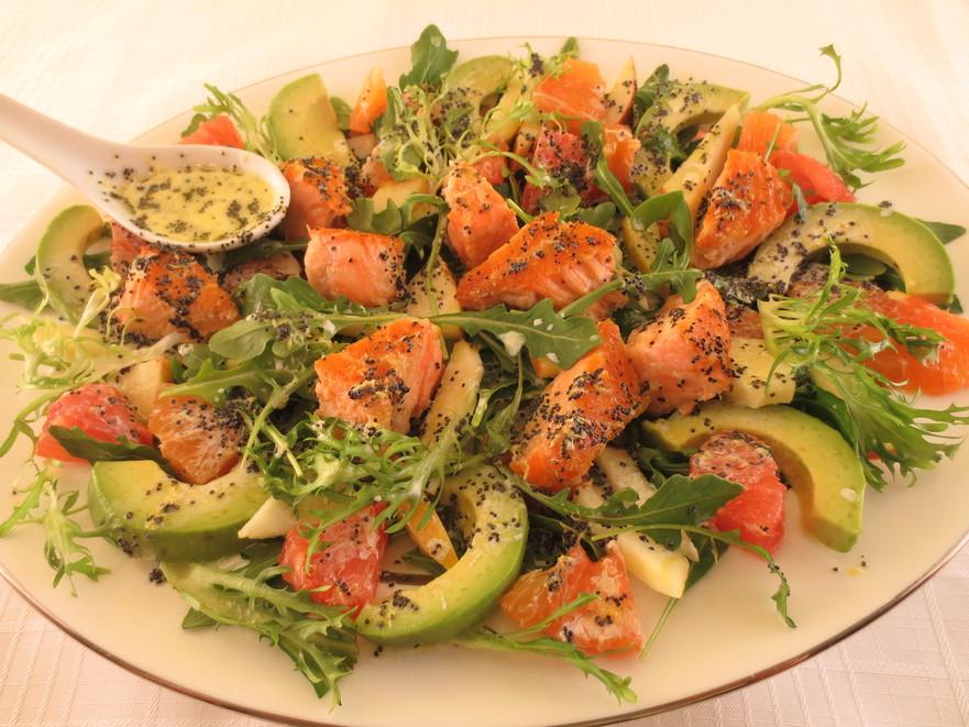 Salată de peşte cu citrice şi mac
