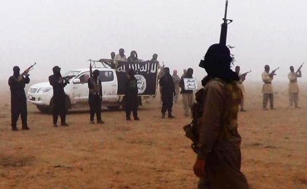 Luptători din grupul jihadist Statul Islamic, cunoscut şi sub numele de Daesh.