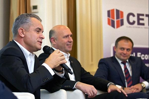 Pavel Filip, candidatul din partea PD la funcţia de premier, în centru