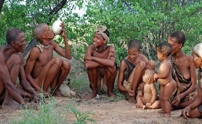 Amondawa, un trib compus din bărbaţi, femei, copii şi vârstnici care trăiesc în statele braziliene de Acre şi Rondônia, în apropierea râului Jiparaná.