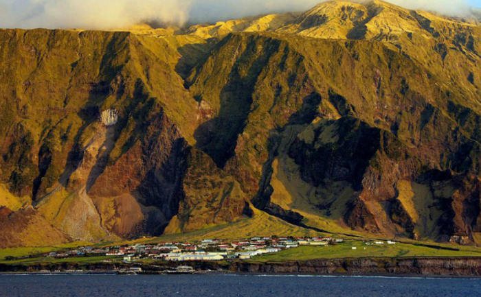 Tristan da Cunha, Oceanul Atlantic, teritoriu al Marii Britanii