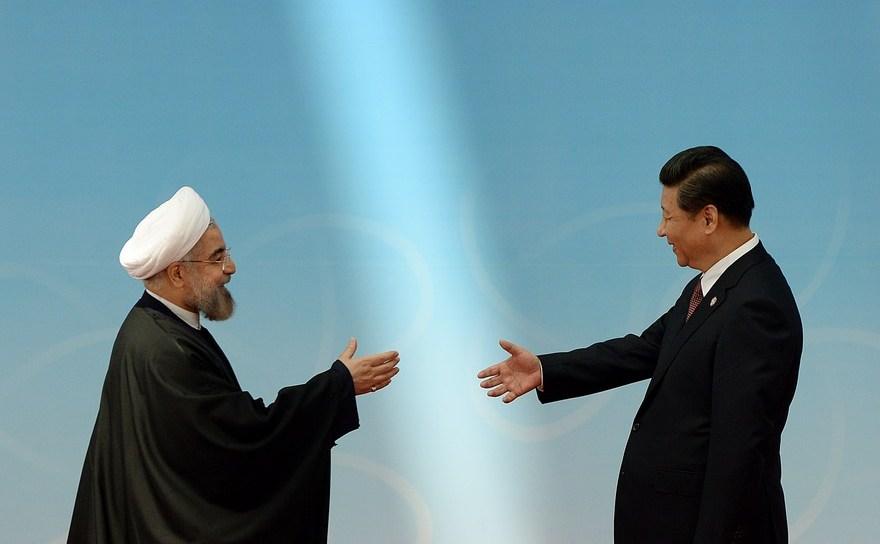 Preşedintele iranian Hassan Rouhani împreună cu omologul său chinez, Xi Jinping, în Shanghai, mai 2014.