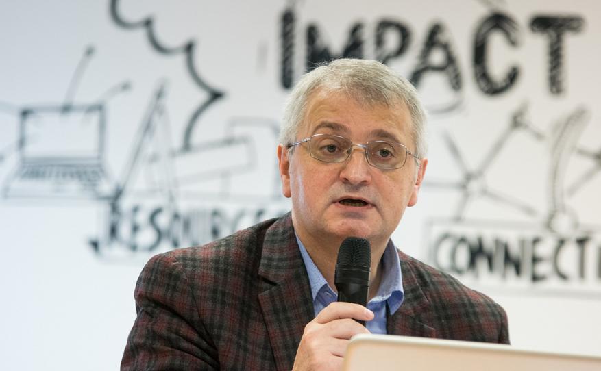 """Petru Macovei, preşedintele Asociaţiei Presei Independente din Moldova, la conferinţa """"Buna guvernare pe cele două maluri ale Prutului""""."""