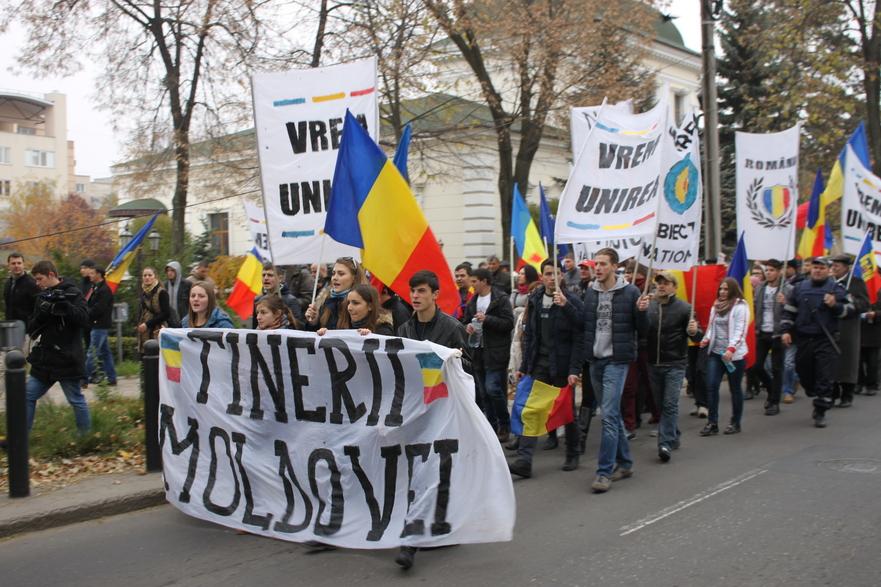 Tinerii Moldovei cer unirea la Chişinău