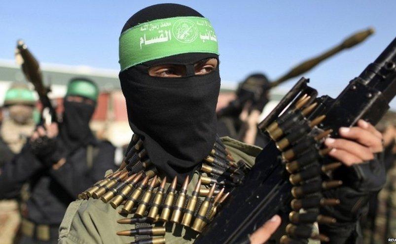 Membri ai Brigăzilor al-Qassam, ramura militară a grupului Hamas din Fâşia Gaza.