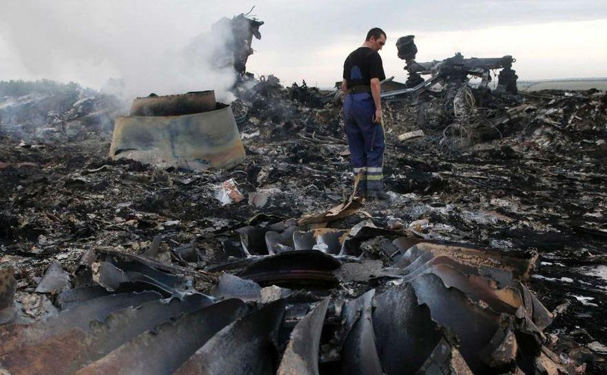 Rămăşiţele zborului malaezian MH17 în regiunea ucraineană Doneţk.