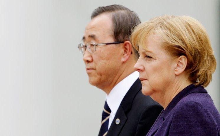 Secretarul general al ONU, Ban Ki-moon (st) şi cancelarul german Angela Merkel.