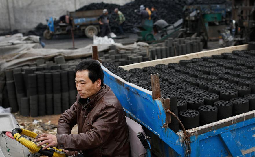 China urmăreşte să reducă producţia de cărbune.