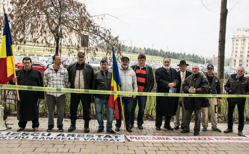 Protest al Asociaţiei Victimelor Mineriadelor din România la Parchetul General , 03 martie 2016.