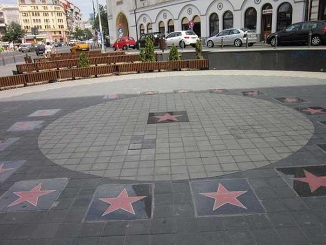 Aleea Celebrităţilor din Piaţa Timpului din Bucureşti