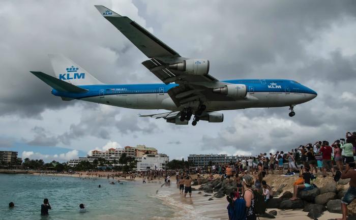 Avion în fază de aterizare