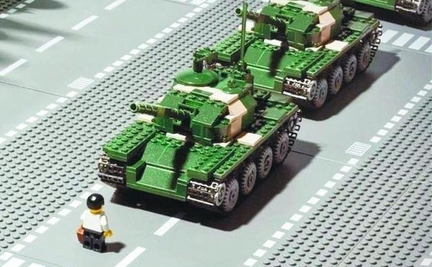 Tancurile Lego ce rememorează masacrul din Tiananmen