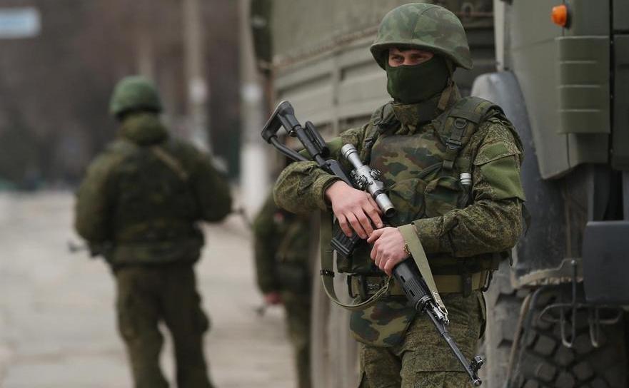 Soldaţi ruşi în Crimeea.