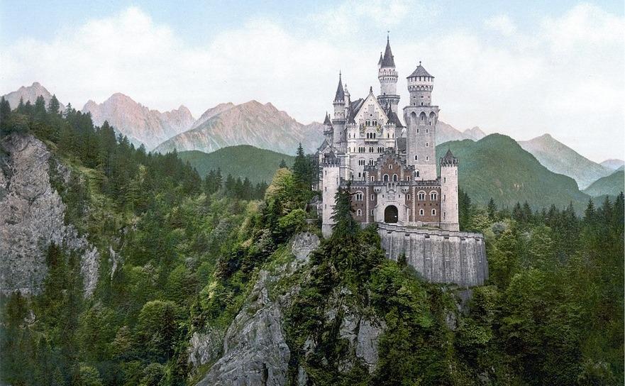 Castelul Neuschwanstein al regelui Ludovic al II-lea al Bavariei