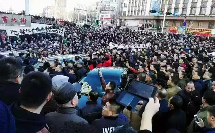 Proteste ale minerilor în faţa companiei miniereShuangyashan, 14 martie 2016