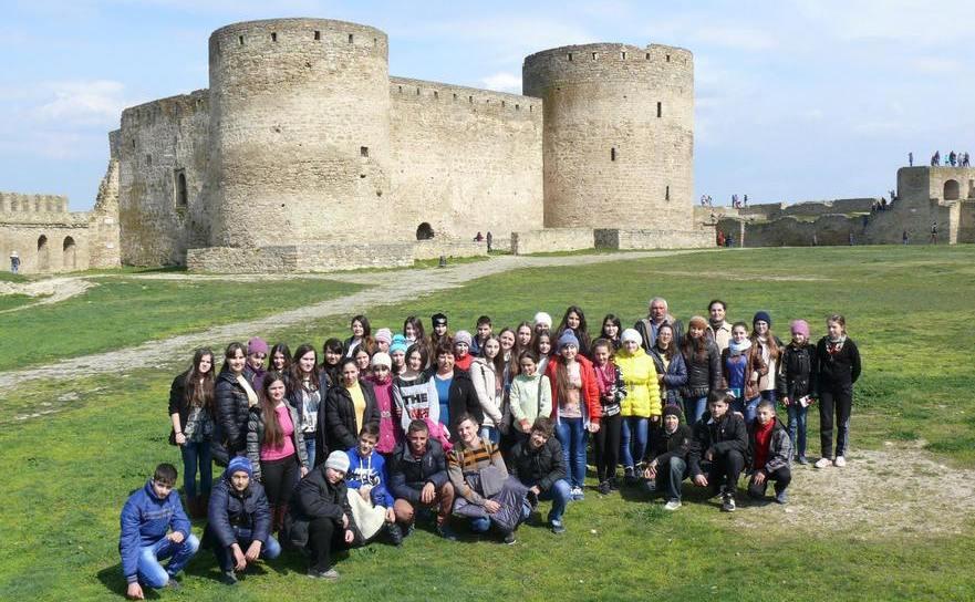 Elevi din Basarabia şi Ucraina la Cetatea Albă.