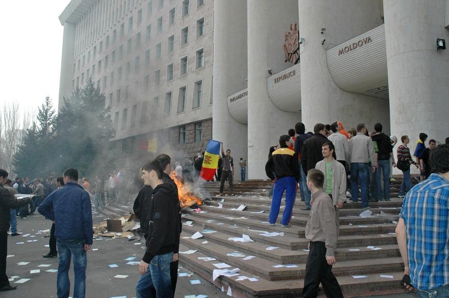 Protestul tinerilor din faţa Parlamentului, 7 aprilie 2009