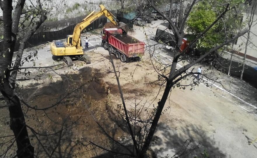 Construcţie autorizată de Primăria Sector 5 în Sectorul 4, Şos. Giurgiului 164.
