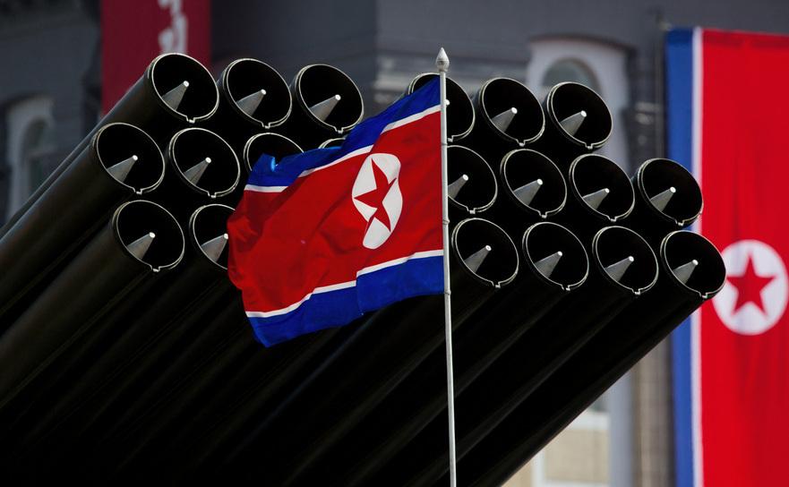 Steagul regimului nord-coreean la paradă. Arhivă - 2012, Phenian