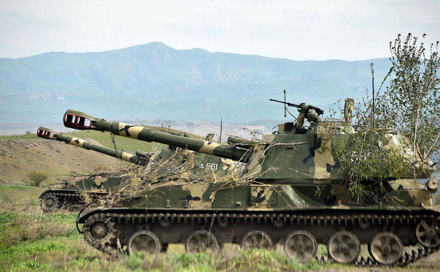 Unităţi de artilerie mobilă în Nagorno-Karabakh, la Hadrut, în apropiere de graniţa cu Iranul, 5 aprilie 2016