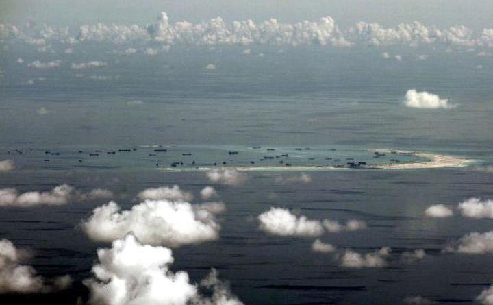 Fotografie aeriană surprinde activităţile de revendicare teritorială desfăşurate de China în Insulele Spratly din Marea Chinei de Sud, vest de Palawan, Filipine, 11 mai 2015.