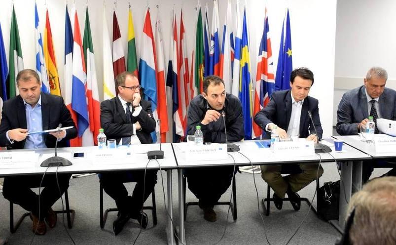 """Masa rotundă """"Cât de important este TTIP pentru România"""", organizată de Reprezentanţa Comisiei Europene la Bucureşti."""