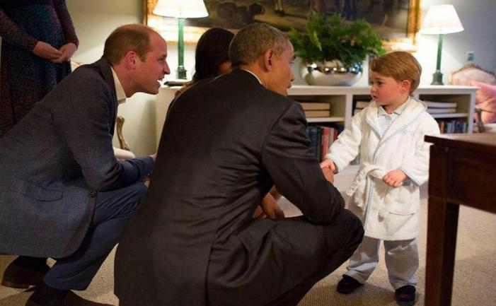 Deja în pijama, micul prinţ George a vrut să-l primească, la Kensington Palace, pe preşedintelui SUA Barack Obama şi pe first lady Michelle