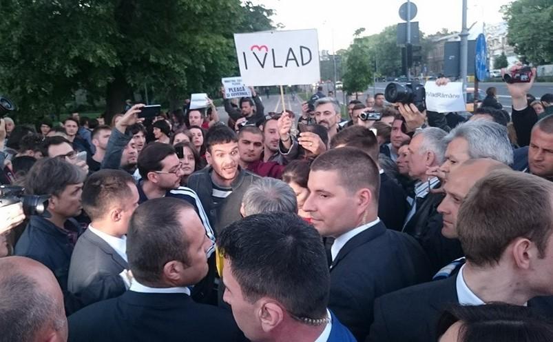 Proteste pentru susţinerea lui Vlad Alexandrescu.