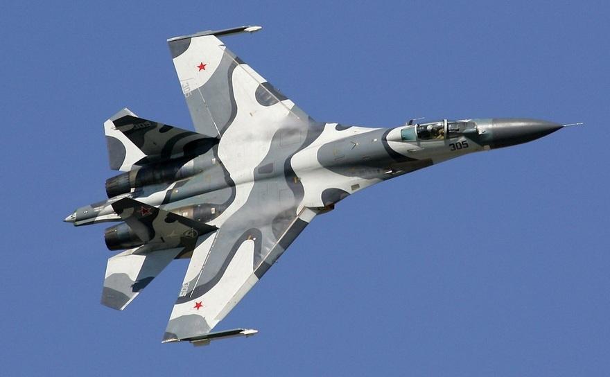 Un avion de luptă rusesc Suhoi Su-27.