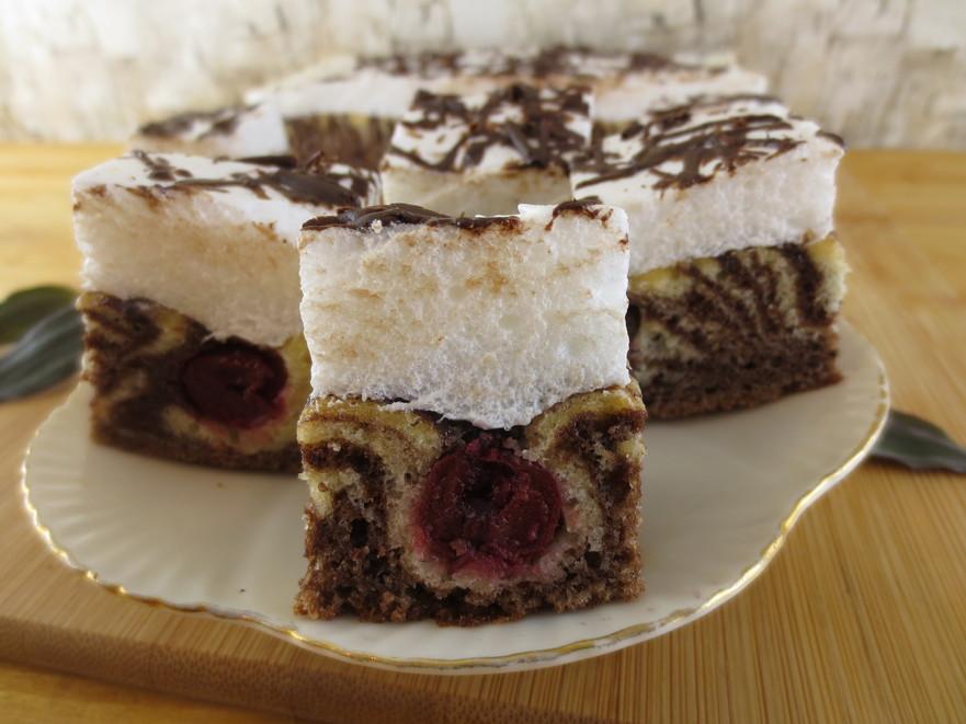 Prăjitura tigru cu vişine şi bezea